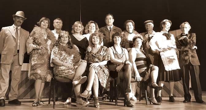 """El Grupo de Teatro Mutrayil representa """"Aquellas Mujeres"""" en el Centro Cultural Caja Granada"""