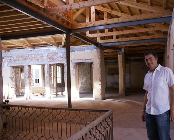 Tras 30 años de olvido queda consolidada la Casa de Garach. Se destina a uso hotelero