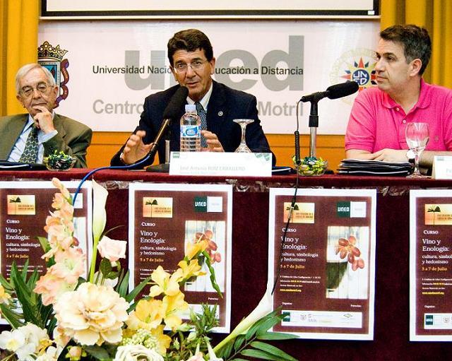 La UNED organiza catas y conferencias para potenciar la cultura comarcal del vino