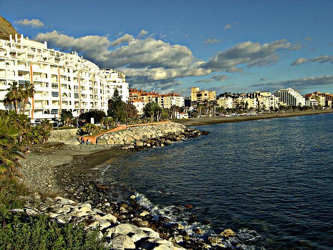 IU de Almuñécar pide al ayuntamiento y a Medio Ambiente que dejen de echar tierra en las playas