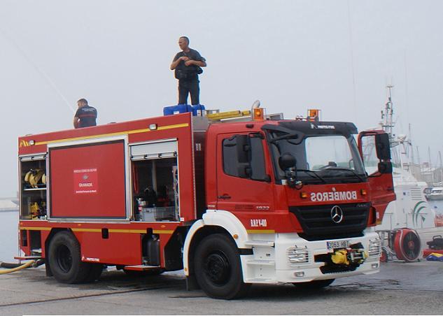 Carlos Rojas considera el Parque de bomberos de Motril como todo un referente en extinción de incendios