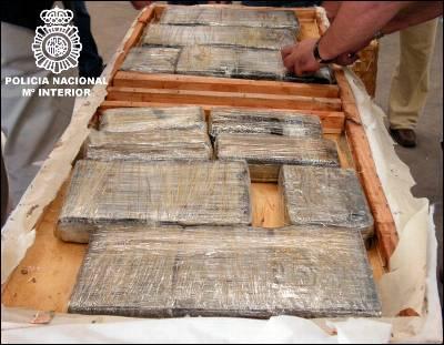 Desarticulada una red de narcos que introducía cocaína y heroína a través de aeropuertos nacionales oculta en latas de comida para perros