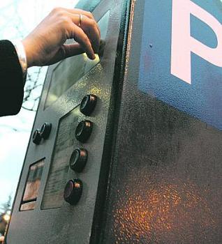 IU de Almuñécar pide una nueva política de zona azul y de parkings