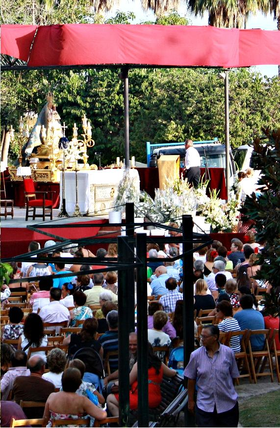 Motril celebró la ofrenda floral a la Virgen de la Cabeza en el Parque de los Pueblos de América