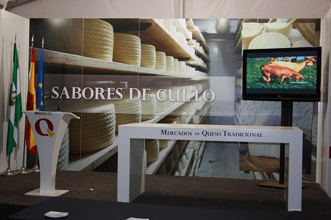 Gran aceptación del Mercado Itinerante del Queso Tradicional en Salobreña