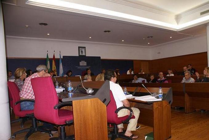 """El Pleno de Motril aprueba una propuesta de apoyo a la Comunidad de Regantes para iniciar """"de inmediato"""" las conducciones de la presa de Rules"""
