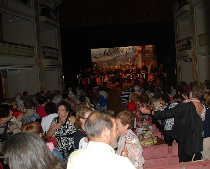 Melaza llenó el Teatro Calderón de la Barca de Motril