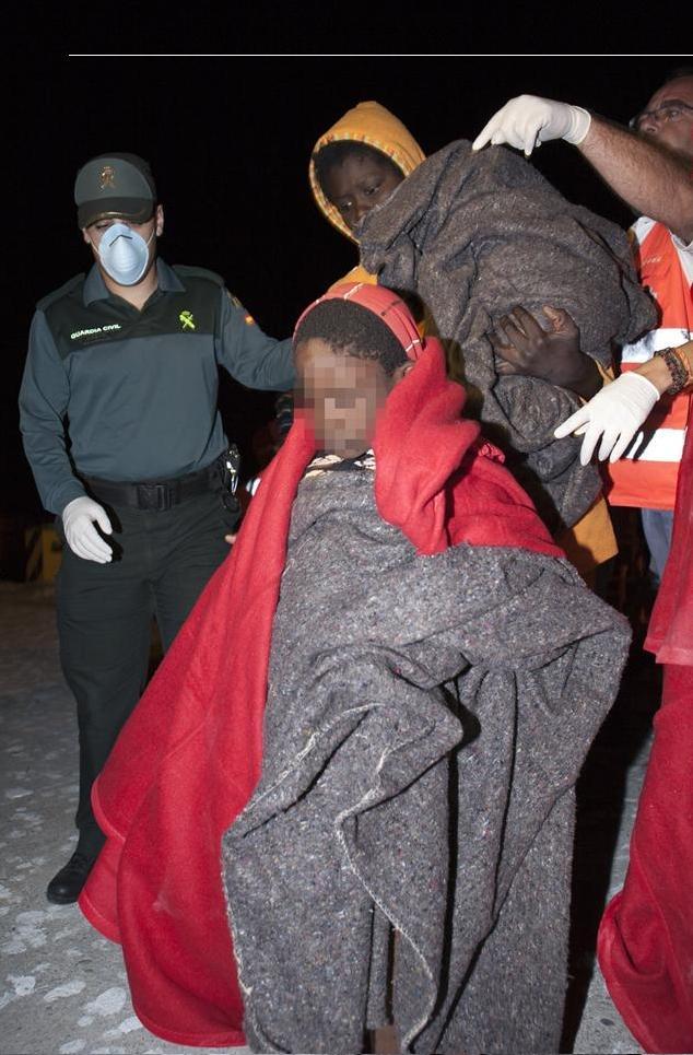Trasladan al hospital a 4 mujeres embarazadas que viajaban en una patera