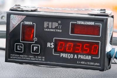 Los Taxi de Motril llevarán taxímetros