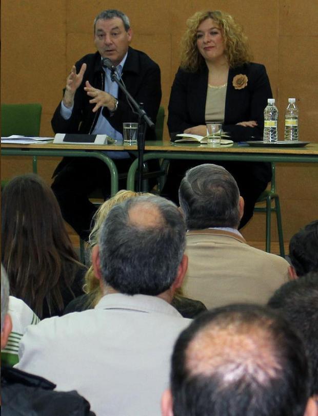 Alvarez de la Chica participa en Motril, junto con Flor Almón, en un acto con la comunidad educativa en el que defiende la enseñanza pública