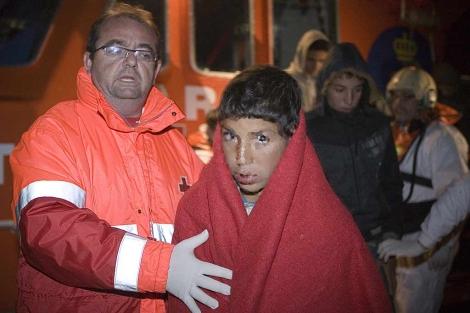 Llegan en patera 56 inmigrantes marroquíes al puerto de Motril