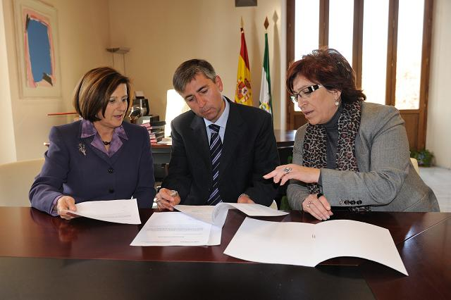 La Junta entrega una ayuda de 921.500 euros para implantar en Motril el primer invernadero de excelencia