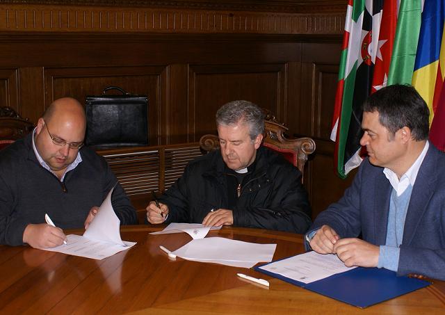 El Ayuntamiento de Motril y el Arzobispado firman la cesión de la Ermita de San Nicolás para la devoción al culto