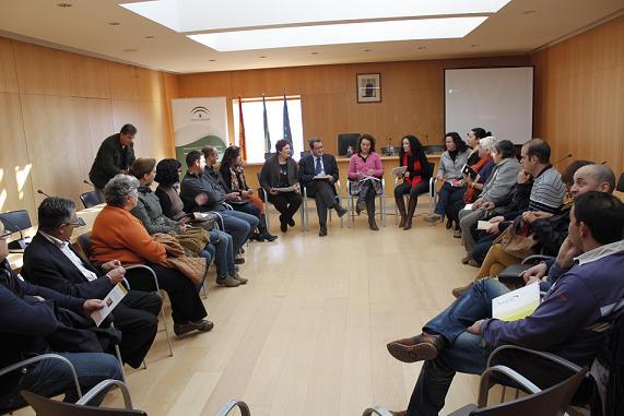 Junta y empresarios alpujarreños se reúnen en el Ayuntamiento de Órgiva para hacer balance de los CADE