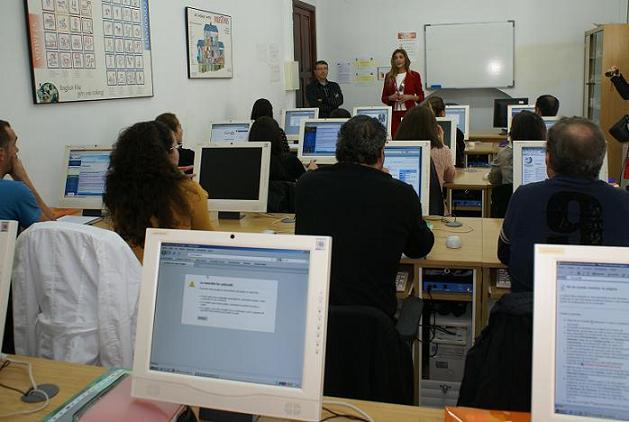 El Ayuntamiento de Motril amplía las oportunidades para el empleo con un curso de inglés para atención al público