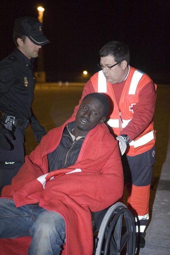 Llegan en buen estado 51 inmigrantes localizados cerca de la costa granadina