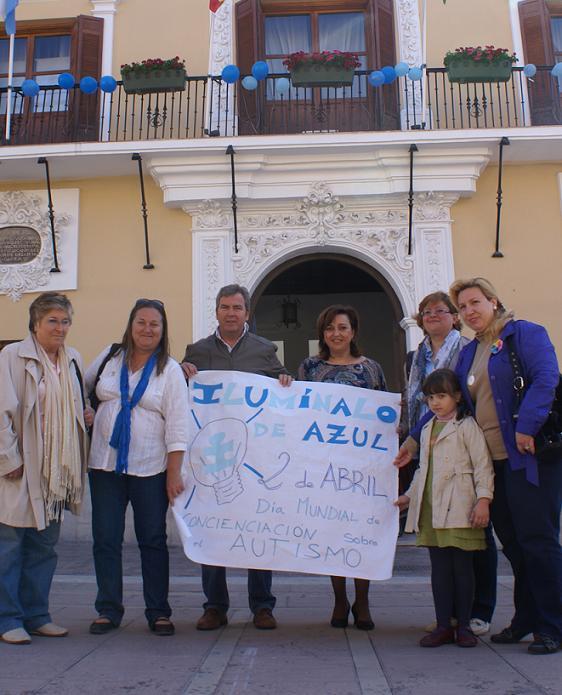 Motril se suma al Día Mundial del Autismo iluminando en azul sus edificios públicos