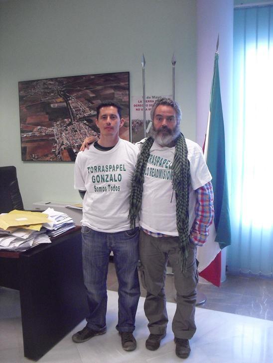 Sánchez Gordillo apoya al trabajador despedido en Motril (Granada) por Torraspapel.