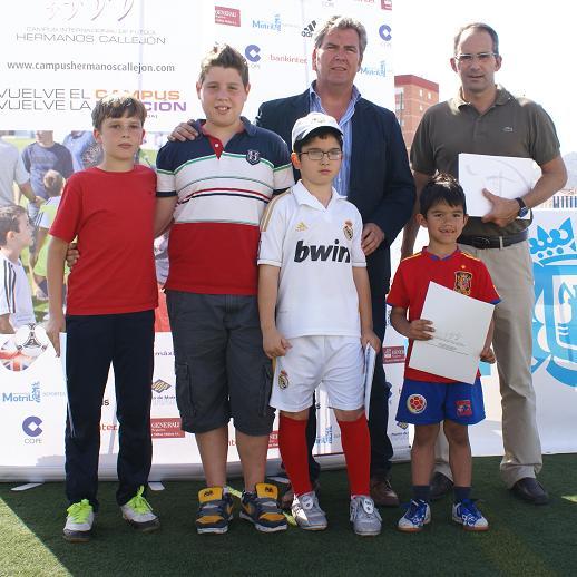 Tres alumnos de la Escuela Municipal de fútbol reciben una beca para el próximo Campus Hermanos Callejón