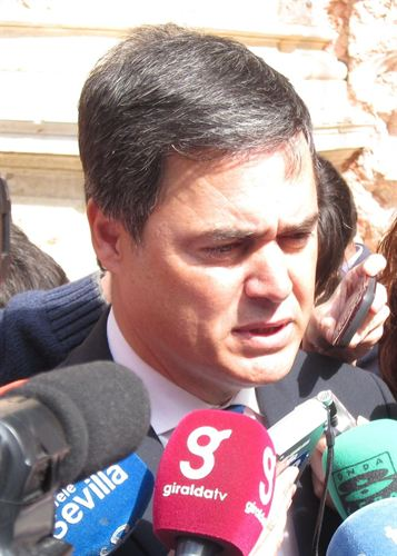 """Rojas afirma que """"por ahora"""" seguirá compatibilizando portavocía de PP en Parlamento y alcaldía de Motril"""