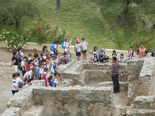 Alumnos almerienses conocieron la oferta cultural y turística de Almuñécar,  de la mano de la concejalía de Cultura y Educación sexitana