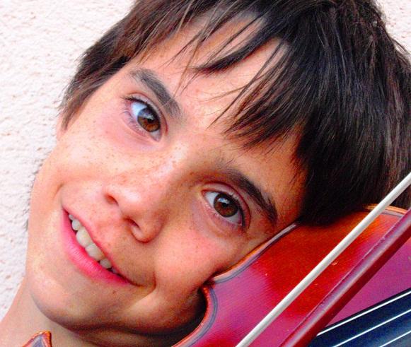 El joven violinista sexitano, Nilo Mata Cervera, ofrece este viernes un concierto en la plaza de la Constitución