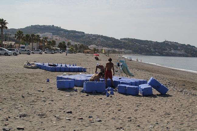 La Concejalía de Playas de Almuñécar repara los daños provocados por el último temporal de poniente