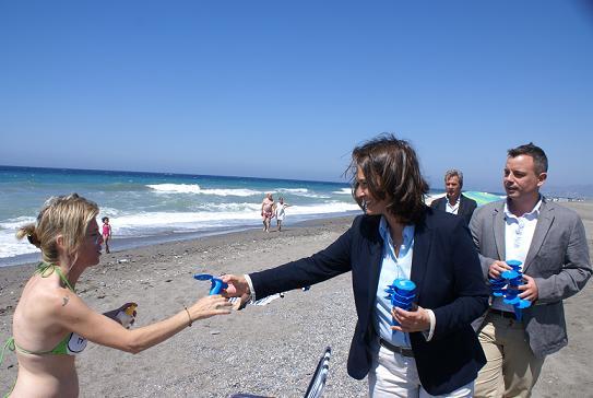 Motril reparte 5.000 publiconos en nuestras playas