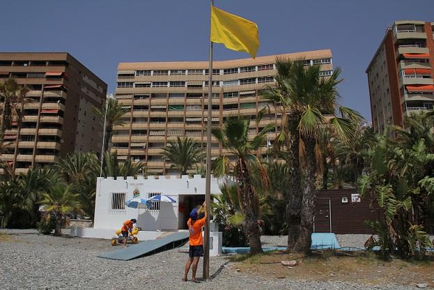 Más de medio millar de asistencias realizaron en la primera quincena los puestos de socorro de Protección Civil en las playas sexitanas
