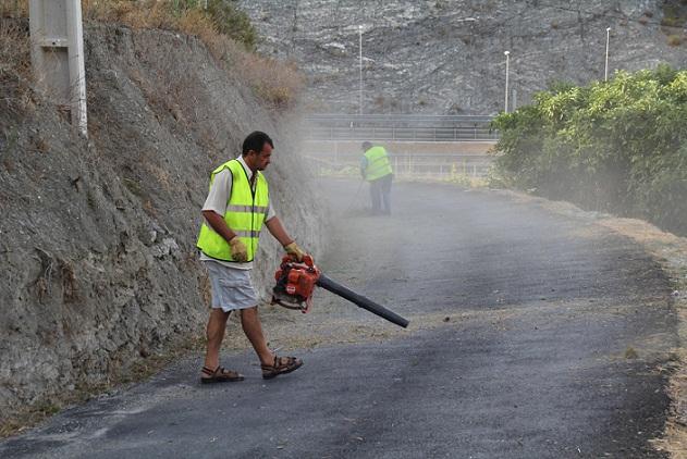 El Ayuntamiento sexitano  acomete la limpieza del camino principal al Pago de Guerra, al norte de La Herradura