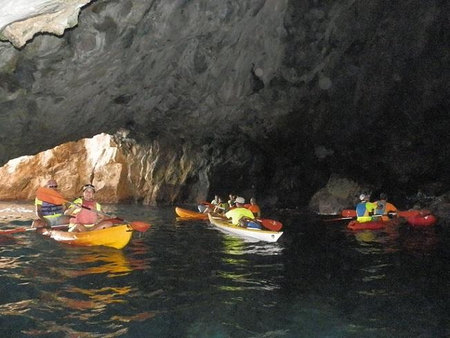 Ruta de concienciación medio ambiental y deportiva en piragua por los acantilados de Cerro Gordo
