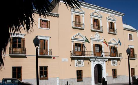 Ayuntamiento de Motril baraja una acumulación de gases como causa de la explosión en el local en obras