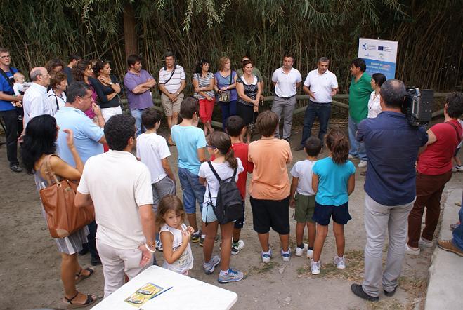 Casi un centenar de participantes disfrutaron del paso migratorio de las aves en la Charca de Suárez