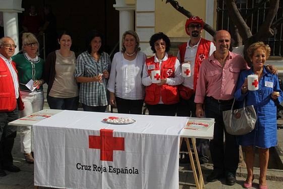 Una veintena de colaboradores  participan hoy en la Fiesta de la Banderita que celebra Cruz Roja en Almuñécar