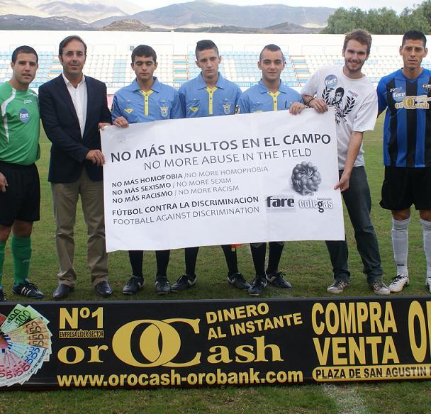 """Motril """"chutó"""" contra la homofobia en un partido de fútbol organizado por la asociación COLEGA"""
