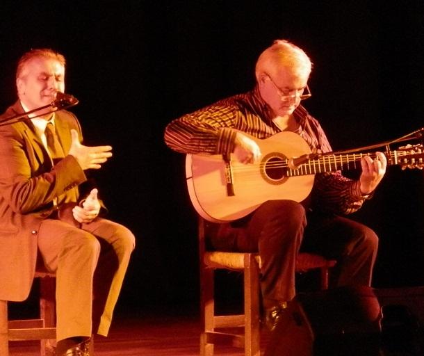 El cantaor otiveño, Julio Fajardo, ofreció un gran recital flamenco en Almuñécar