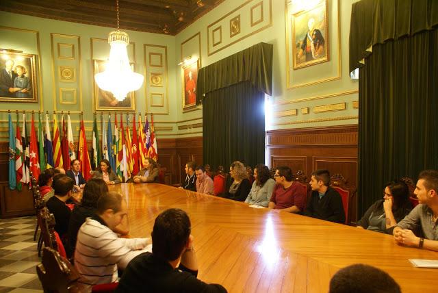 La alcaldesa de Motril se reúne con las asociaciones juveniles con motivo del Día Europeo de la Juventud