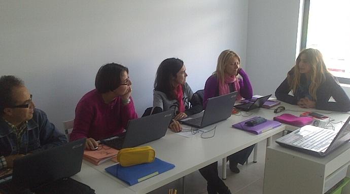 Formación y Empleo potencia las capacidades de los usuarios en el campo de la ofimática, el inglés y la atención al público