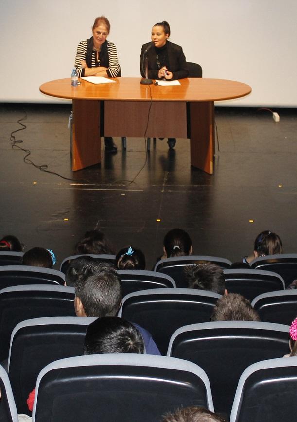 Medio millar de alumnos de institutos de Salobreña aprenden a luchar contra la violencia de género