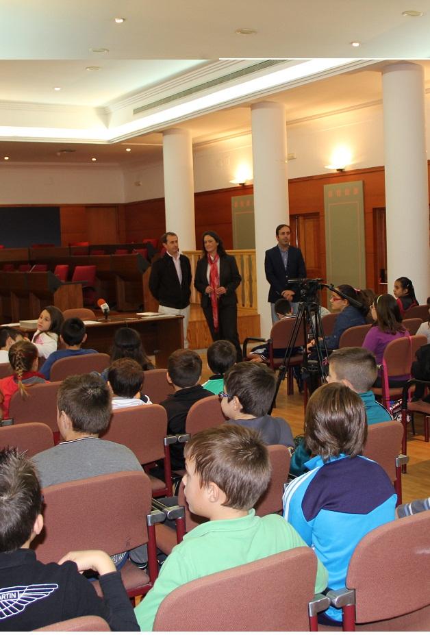 Escolares motrileños conocen el funcionamiento del máximo órgano municipal