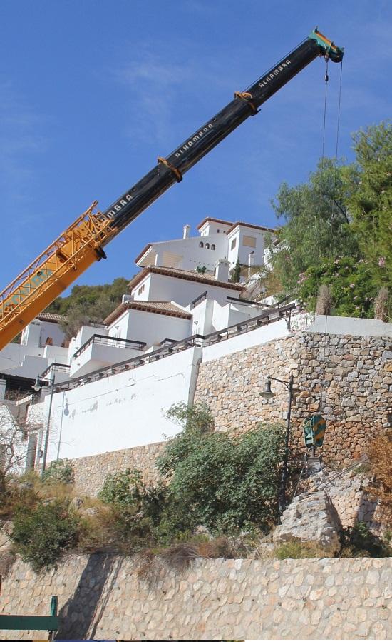 El Ayuntamiento de Almuñécar informa al Gobierno Central y Junta de Andalucía sobre la problemática de la estabilidad del terreno en una urbanización