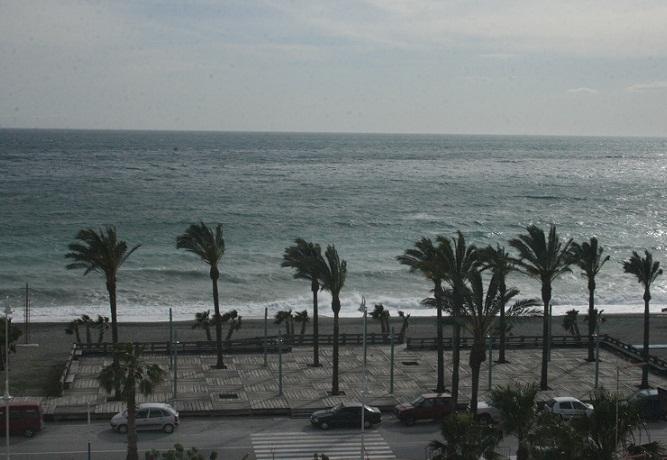 El Ayuntamiento sexitano pide a Costas la retirada de la plaza de las maderas de la playa La Herradura