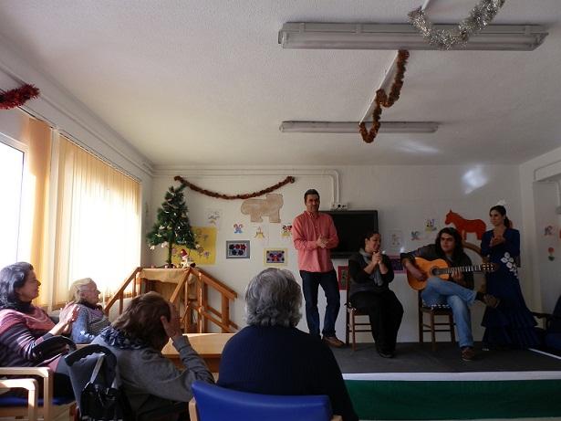 El Centro de Día del barrio de San Miguel de Almuñécar celebró  un almuerzo navideño