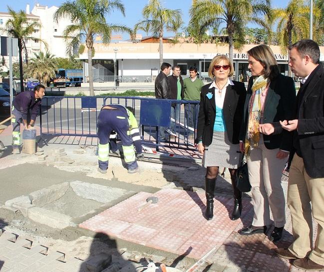 El Ayuntamiento de Motril realiza trabajos de mejora en el barrio de los Álamos dentro del Plan de Embellecimiento de la ciudad
