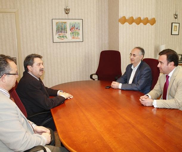 El alcalde de Salobreña recibe al gerente del Área Sanitaria Sur