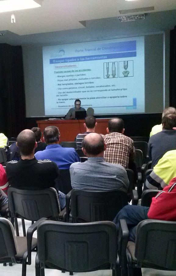 EL Ayuntamiento de Almuñécar forma a la plantilla de Obras y Mantenimiento en Seguridad Laboral