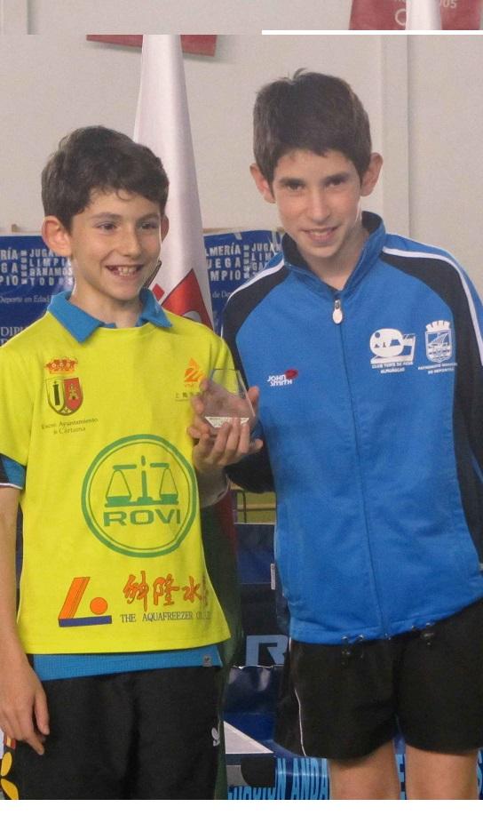El jugador almuñequero, Adrián Antequera, volvió a proclamarse subcampeón de España de tenis de mesa por equipos