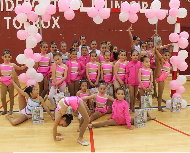 La Escuela de Gimnasia Rítmica de Almuñécar participa en una exhibición en Torrox