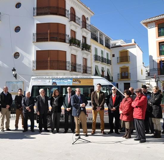 Lanjarón estrena un minibús urbano  para  satisfacer  las necesidades de turistas y visitantes