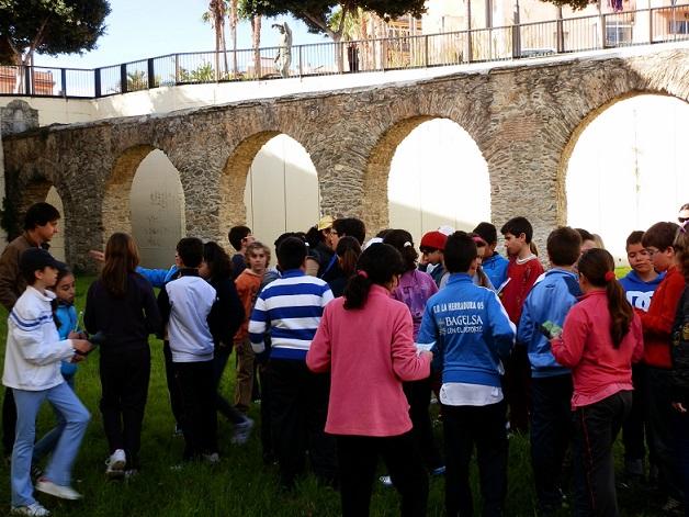 Más de 600 alumnos de la Costa han participado en el programa  de difusión del patrimonio histórico de Almuñécar